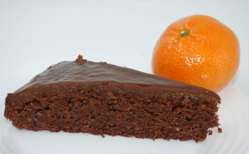 Schokoladenkuchen mit Ganache und Mandarinen-Zitronen-Konfit