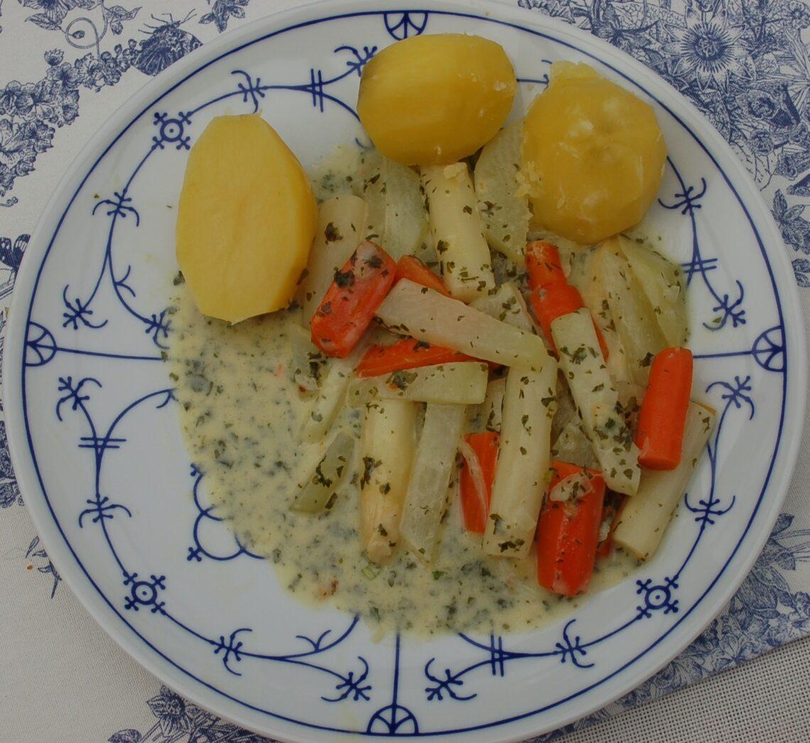Spargel-Karotten-Kohlrabi-Gemüse_angerichtet