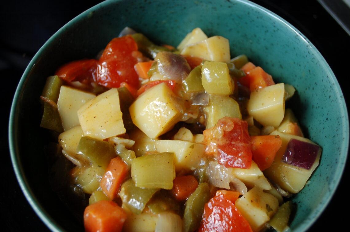 Kartoffel-Paprika-Gurken-Gemüse