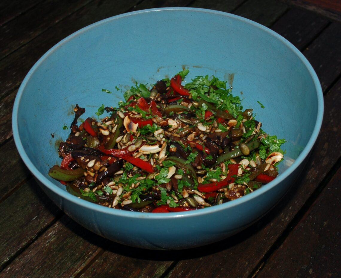 geschmorte Auberginen mit Paprika in Ingwer-Sojasauce